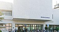 市立図書館 約2,550m(徒歩32分)