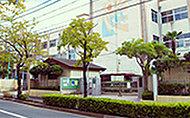 西伊興小学校 約640m(徒歩8分)