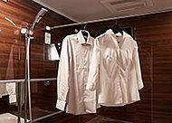 寒い日の予備暖房や換気、雨の日の洗濯に便利な浴室暖房乾燥機を標準装備しています。(24時間換気機能付)