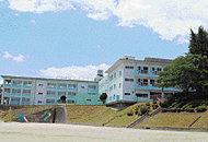 立岩小学校 約1,400m(徒歩18分)