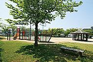 西新興町児童公園 約210m(徒歩3分)