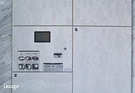1階エントランスホールには、留守のときにも宅配物を預かることのできる宅配ボックスを設置。