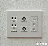 電源コンセント、電話アウトレット、TVアウトレットが1ヶ所で収まるマルチメディアコンセントを各居室に設置。