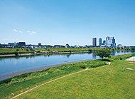 多摩川河川敷 約1,255m(徒歩16分)