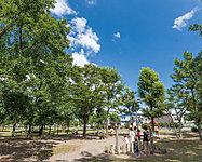 篠崎公園 約1,200m(徒歩15分)