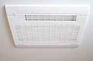 入浴後の換気や乾燥により、浴室を清潔に保ちます。寒い時期には入浴前の暖房、雨の日は洗濯物の乾燥にも使用できます。