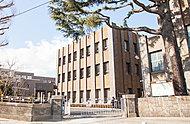 フェリス女学院 約1,550m(徒歩20分)