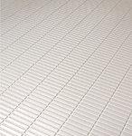 水はけする表面加工をしており、水の表面張力を壊す効果で乾きやすい床です。