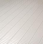 水の表面張力を壊す効果で乾きやすい床です。従来よりもさらに滑りにくく、また同一方向にそろうグリッド加工によってお掃除もしやすくなりました。