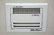 乾燥させて入浴後のカビの発生を抑制。雨の日や花粉の季節の衣類乾燥にも便利。予備暖房機能・24時間換気システム付き。