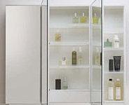 三面鏡の裏にも収納できます。化粧品や洗面小物をすっきりとさせることができます。
