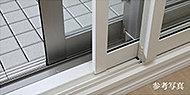 二重サッシは、サッシ間の空気層の断熱効果により、防音・保温・防寒に優れ、気密性を高いため。結露防止にもとても有効です。