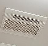 寒い日の予備暖房や洗濯物乾燥にも便利で、24時間換気機能搭載の浴室暖房換気乾燥機を標準装備しています。