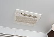 入浴後の換気や雨の日のお洗濯物の乾燥に便利な、浴室換気暖房乾燥機を設置。冬の暖房機能や夏の涼風機能も備えた快適仕様です。