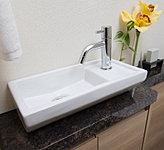 高級感を演出する御影石(天然石)を使用した手洗いカウンター
