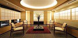 利便性だけでなく、風趣にも配慮しながら、空間や意匠にこだわったサブアプローチ。