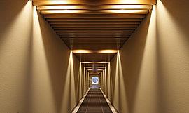 日常的なプライバシーを重んじながら、動きや変化を加味する回廊風の内廊下。
