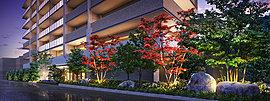 街に潤いを演出する幅約50mの縁彩。「ファインフラッツ 中京西院」では、敷地の東面に幅約50mの植栽ゾーンを確保する「フロントガーデン」を創造。