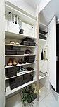 トールタイプのシューズボックスを設置。ブーツや傘も、すっきりと収納できます。