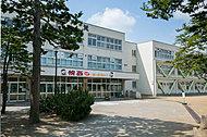 市立幌西小学校 WEST:約500m(徒歩7分) EAST:約530m(徒歩7分)