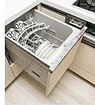一度にたっぷりの食器を洗うことができる食器洗い乾燥機を採用。