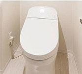 すっきり&ゆったりが魅力のタンクレストイレ。