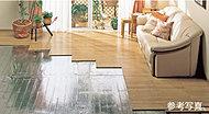 リビングダイニングには床暖房を設置しました。空気を汚すことなくホコリを巻き上げる風を起こさずクリーンにお部屋全体を暖めます。