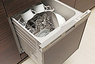 引出し式で食器の出し入れがしやすい食器洗い乾燥機をキッチンに標準装備しています。