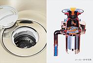 システムキッチンのシンク排水口にディスポーザを標準装備。生ゴミを入れ、水を流しながらスイッチを入れると粉砕処理いたします。※1