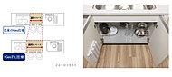 キッチンの調理スペースをひろげました。またシンク下に「開き戸」タイプのスペースを設けています。