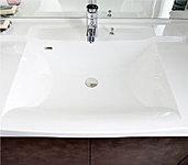 曲線を描く優美なフォルムの洗面カウンター。ボウルとカウンターに継ぎ目が無いのでお掃除も楽に行えます。