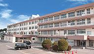 飯塚第一中学校 約1,290m(徒歩17分)