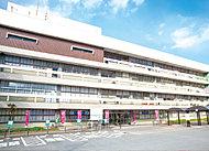 飯塚市役所 約1,250m(車4分)