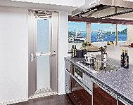 キッチンからバルコニーへの出入りが可能な勝手口を設置。家事動線を考えた奥様仕様。(※A・B・Dタイプ)