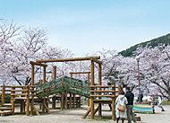 安部山公園 約1,700m(車8分)