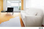住戸内はフルフラット設計を採用して、ホール、リビング・ダイニング、洋室・フリールーム、和室および水まわりなどの床段差を解消。