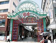道後商店街「道後ハイカラ通り」 約600m(徒歩8分)