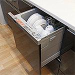 衛生的で節水効果にも優れた食器洗い乾燥機を全戸に標準採用。スライド式なので、食器の出し入れもスムーズで便利です。