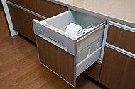 食器洗いにかかる時間と水量を、大幅にカットできる食器洗い乾燥機。低騒音仕様なので、毎日快適に使用できます。