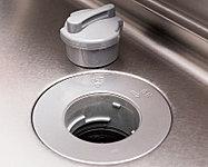 生ゴミを排水口で粉砕し、濾過処理できるディスポーザを標準採用。ゴミ出しの量と手間を軽減するとともに、キッチンを清潔に保てます。