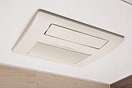 雨の日のお洗濯も安心の浴室暖房乾燥機。カビや結露の発生を抑え、除菌効果も促します。また、冬場は予備暖房としても活躍します。