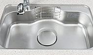 水を勢いよく流した際の水はね音や、食器などを置いたときの音を低減する静音シンクを採用。奥行ワイドサイズなので、大きな鍋も洗えます。