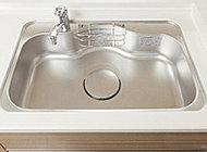 フライパンや中華なべなどの大きな調理器具もゆとりで洗えるワイドサイズのシンクです。