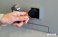 住戸鍵のキーヘッドをかざすだけでドアの施錠を解くノンタッチ機能。
