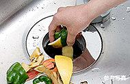 生ゴミをシンクで粉砕し、充分な処理を施してから下水へ放出する衛生的なディスポーザを採用。