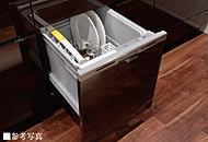食器の出し入れがしやすいフルオープン型をビルトイン。一度に約5人分の食器を洗える容積で、低運転音。手洗いに比べて節水・節電に寄与します。