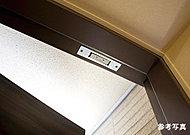各住戸の玄関および窓(FIX窓を除く)には、マグネット式防犯センサーを設置しました。