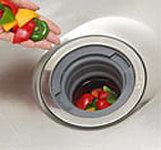 生ごみを気軽に粉砕処理でき、キッチンを清潔に保てる省エネタイプを採用。