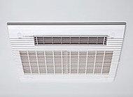 24時間換気、衣類乾燥、浴室換気、暖房、涼風と一台5役の電気式浴室換気暖房乾燥機を標準装備しています。