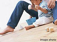足元からじっくりあたためる床暖房。ホコリを舞い上げることがなく、健康的な暖房を実現します。